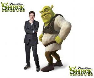 Puzzle de Mike Myers pone la voz a Shrek, en la última película Shrek felices para siempre o Shrek para siempre
