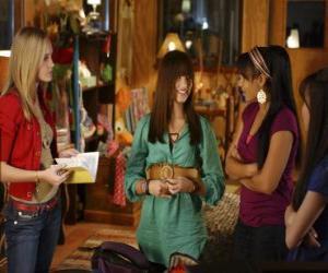 Puzzle de Mitchie Torres (Demi Lovato) junto a Tess Tyler (Meaghan Jette Martin) y Margaret