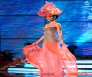Puzzle de Modelo con vestido de fantasía para fiesta