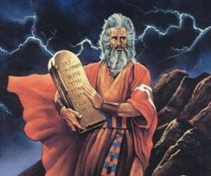 Puzzle de Moisés con las tablas de la ley en las que están escritos los diez mandamientos