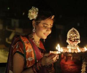 Puzzle de Mujer arrodillada con una lámpara de aceite en la mano en la celebración del Diwali