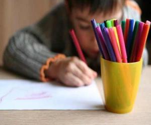 Puzzle de Niño haciendo un dibujo