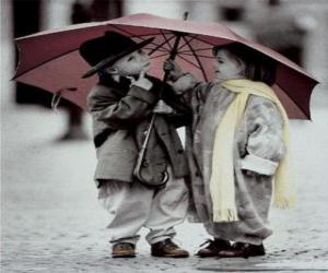Puzzle de Niños paseando bajo la lluvia con su paraguas