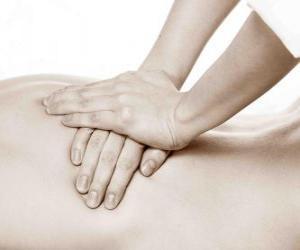 Puzzle de Paciente recibiendo un masaje terapéutico por parte de un fisioterapeuta