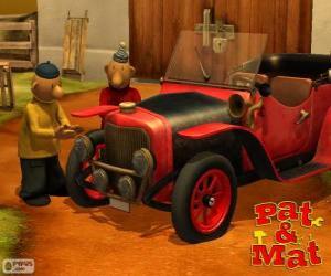 Puzzle de Pat y Mat junto a su coche