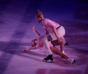Puzzle de Patinadores en una figura de patinaje artístico sobre hielo