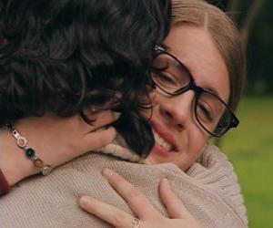 Puzzle de Patito y Leandro se encuentran, los dos lloran y se abrazan.