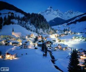 Puzzle de Pequeño pueblo completamente nevado la noche de Navidad