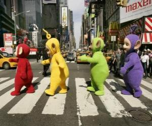 Puzzle de Po, Laa-Laa, Dipsy y Tinky-Winky atravesando una calle