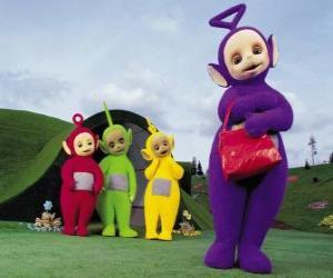 Puzzle de Po, Laa-Laa, Dipsy y Tinky-Winky con su bolso rojo en frente de su casa