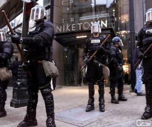 Puzzle de Policías antidisturbios