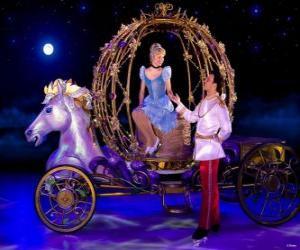 Puzzle de Príncipe ayudando a la Princesa a bajar de su carruaje