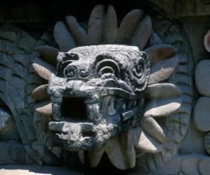 Puzzle de Quetzalcóatl, el dios mexica o azteca de la vida, la serpiente emplumada