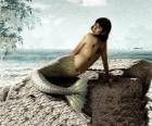 Sirena sentada en una roca al lado del mar