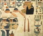 Grabado egipcio sobre piedra con la representación de una diosa y con inscripciones o jeroglíficos