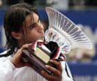 Rafa Nadal con un trofeo