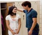 Troy Bolton (Zac Efron) hablando con Gabriella Montez (Vanessa Hudgens)