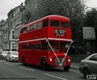 Autobus de Londres circulando por una de sus calles