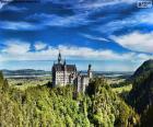 Edificación fortificada o castillo en lo alto de una montaña