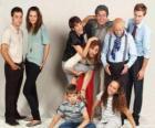 Retrato familiar con los abuelos, los padres y los nietos