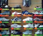 Zapatillas de deporte o deportivas, calzado de piel o lona con suela de goma