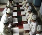 Niños leyendo el Corán, Quran o Korán, el libro sagrado del Islam