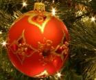 Bola de Navidad decorada con motivos geométricos