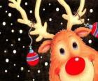 La cabeza de Rodolfo, el reno de la nariz roja, adornada con decoración navideña