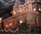 Casa adornada para celebrar la Navidad