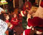 Niños hablando con Papa Noel