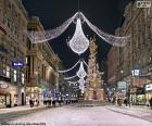 Calle adornada en Navidad