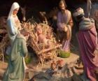 La Sagrada Família en el establo con el buey y la mula, un pastor con una oveja y un rey ofreciendo sus regalos a Jesús