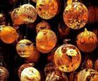 Conjunto de bolas de Navidad con diferentes decoraciones