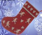 Calcetín navideño decorado con elfos y corazones