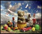 Un osito de peluche sentado sobre un tambor, pelotas y otros preciosos regalos de Navidad