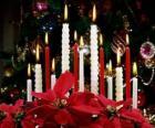 Velas navideñas encendidas