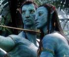 El avatar na'vi de Jake y Neytiri preparados para lanzar una flecha