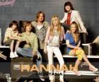"Personajes principales de Hannah Montana, Miley Ray Stewart, Lillian ""Lilly"" Truscott, Oliver Oscar Oken, Jackson Rod Stewart,  Robby Ray Stewart y Rico Suave."