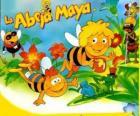 La abeja Maya y su amigo Willi bajo la mirada de Flip y otros personajes