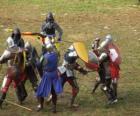 Soldados luchando con las espadas y los escudos