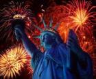 La Estatua de la Libertad, monumento en una isla del río Hudson cerca de Manhattan en Nueva York