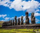 Los Moáis de la Isla de Pascua o Rapa Nui, estatuas de piedra en una isla de Chile ubicada en medio del Oceáno Pacífico