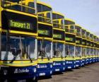 Autobuses, de Dublin en el aparcamiento