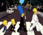 La familia Simpson muy elegantes cruzando la calle
