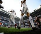Cristiano Ronaldo y Kaka saliendo al terreno de juego