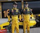 Robert Kubica y Vitaly Petrov, pilotos de la escuderia Renault F1