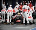 Lewis Hamilton en una parada a boxes o pit stop - McLaren - Melbourne 2010