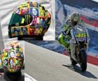 Valentino Rossi lleva en su casco a la gente importante para él.