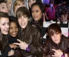 Justin Bieber junto a sus fans