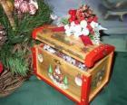 Baúl decorado con motivos navideños